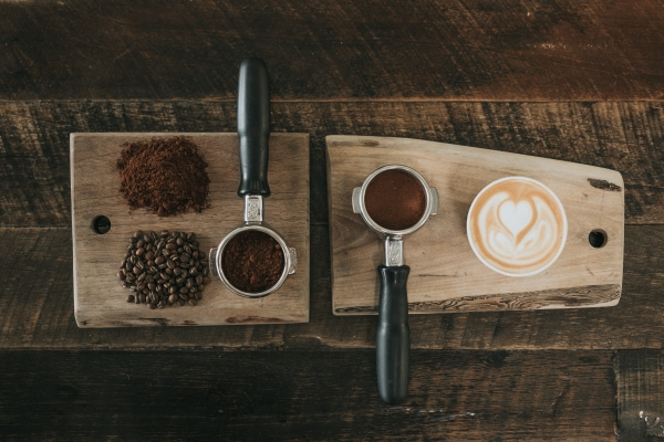 coffee grains and coffee measuring cups on wood